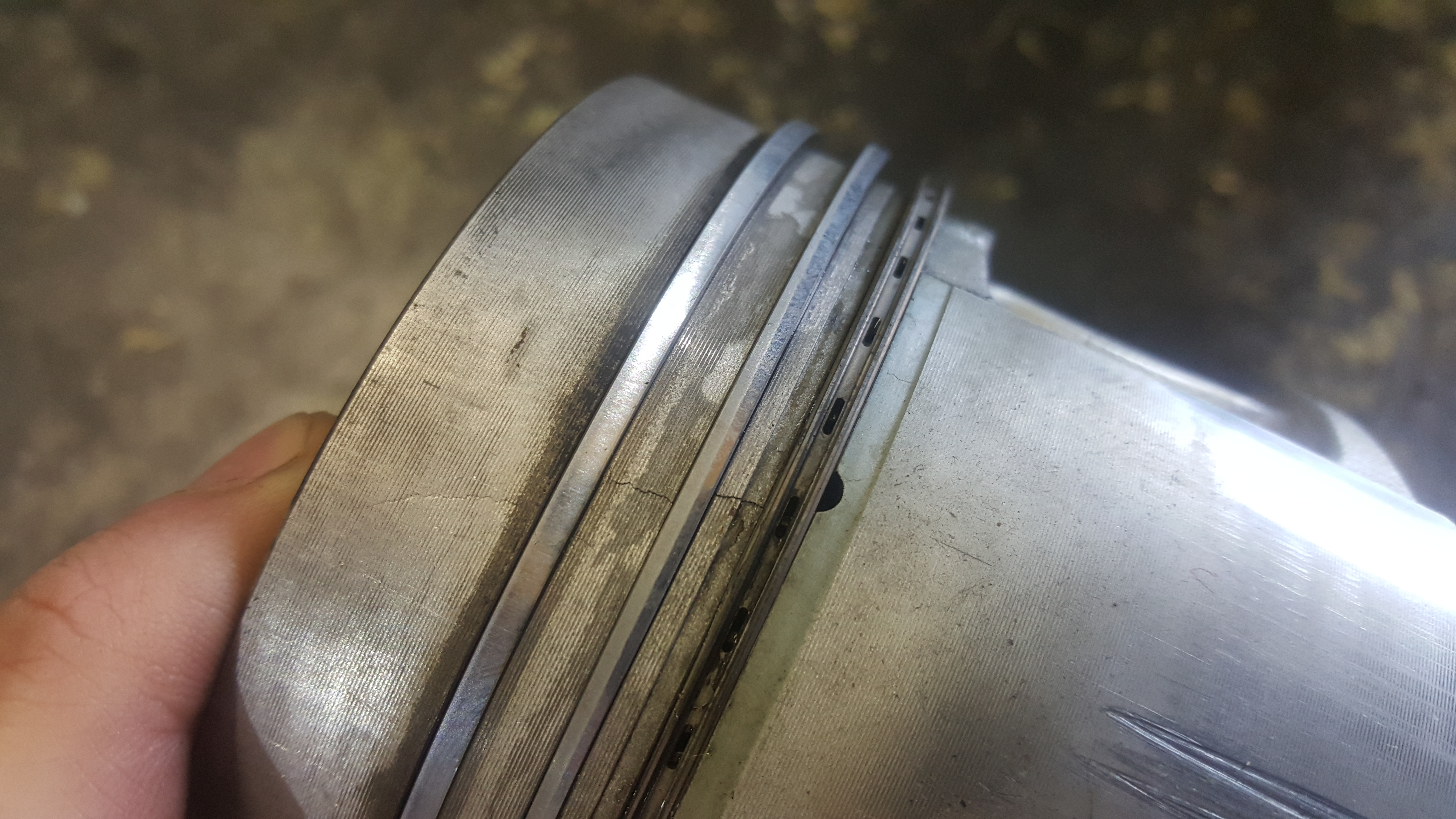 Cracked Piston2.jpg